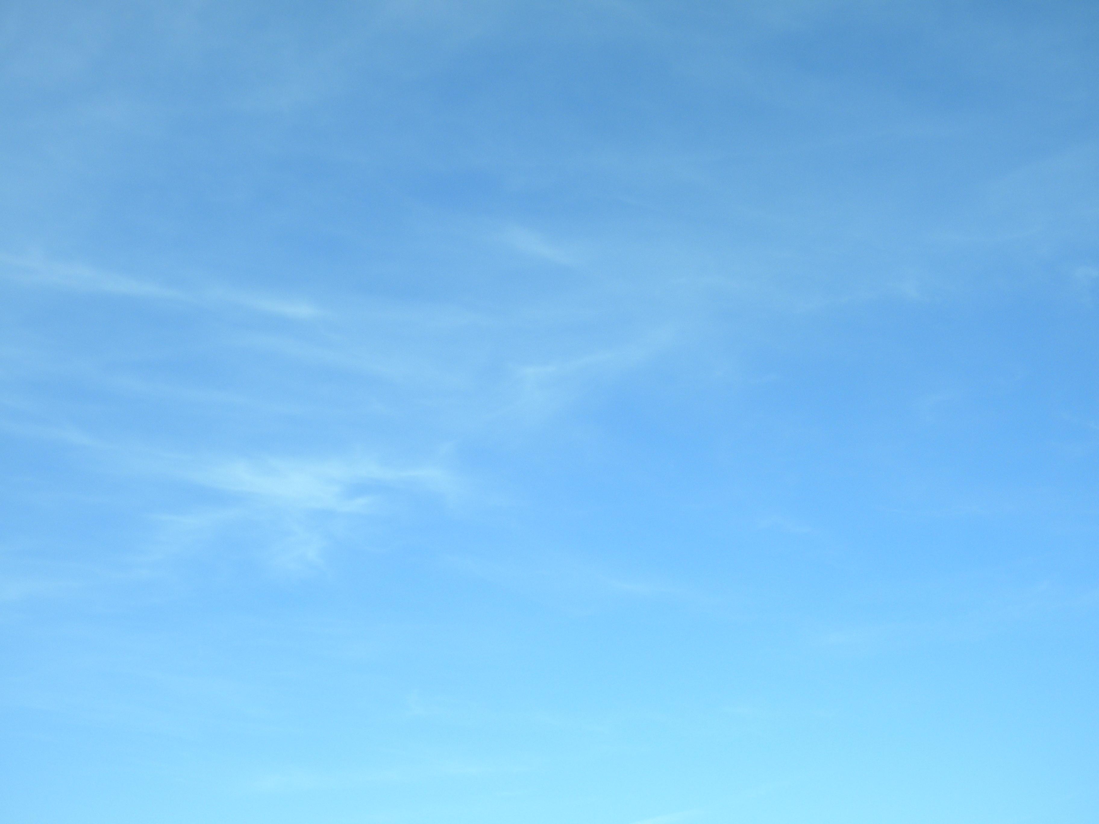 Ao t 2010 maman est en haut - Image ciel bleu clair ...