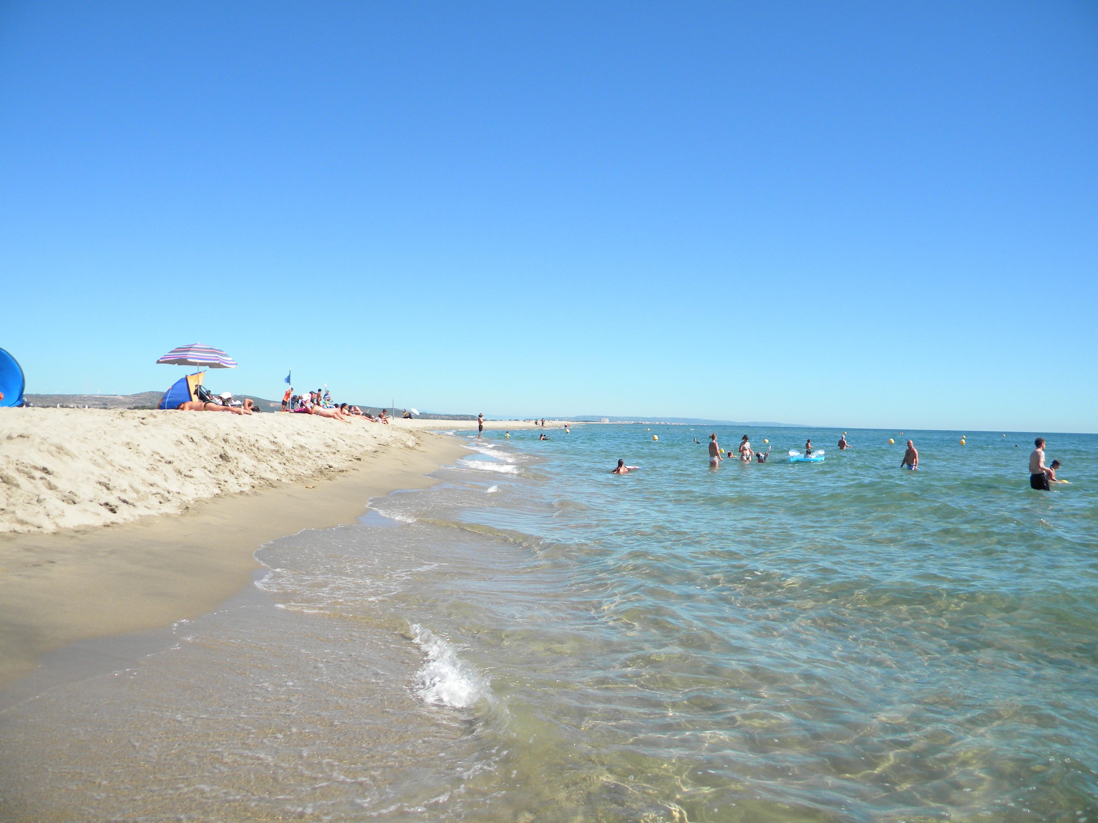 Carte postale du sud 1 les plages maman est en haut - Saint pierre la mer office du tourisme ...